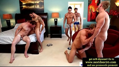Muscled twink amateurs love group orgy